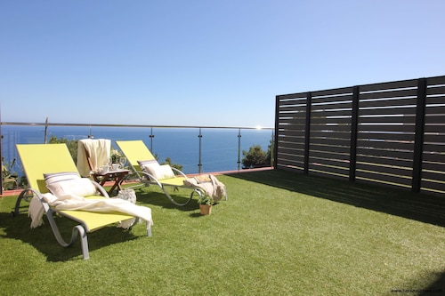 Apartment - Ground Floor Overlooking the Sea, Wifi, Parking and Terrace, bbq