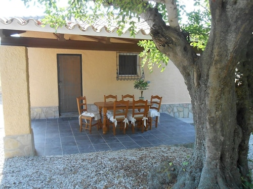 Great Holiday Villa With Beautiful Garden and Swimming Pool 3 Villa, s