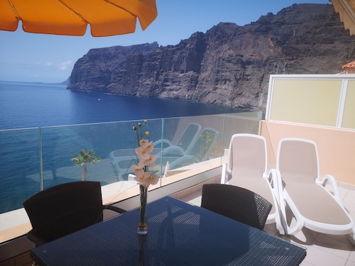 Spectacular Sunny Apartment With Wifi, Pool, Panoramic Cliff & SEA Views