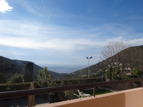 3 Room Apartment in Residence With Swimming Pool, 2 Terraces, sea View, Garage