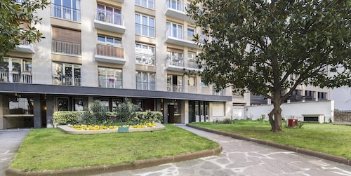 Champs-elysees Balcony Gardens Place OF Peace Studio Very Well Equiped Parking