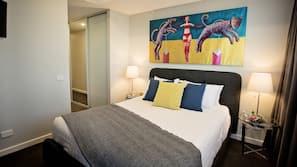2 bedrooms, Egyptian cotton sheets, premium bedding, blackout curtains
