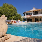 Santa Lucia Villa, Sleeps 8 With Pool, Air Con and Free Wifi