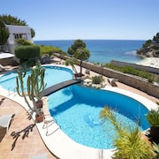Casas de Torrat Holiday Home, Sleeps 10 With Pool, Air Con and Free Wifi