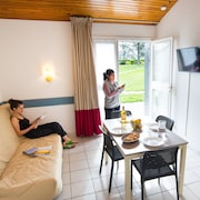 Espalion, accommodation 7 people 2 bedrooms, heated pool, ideal for families