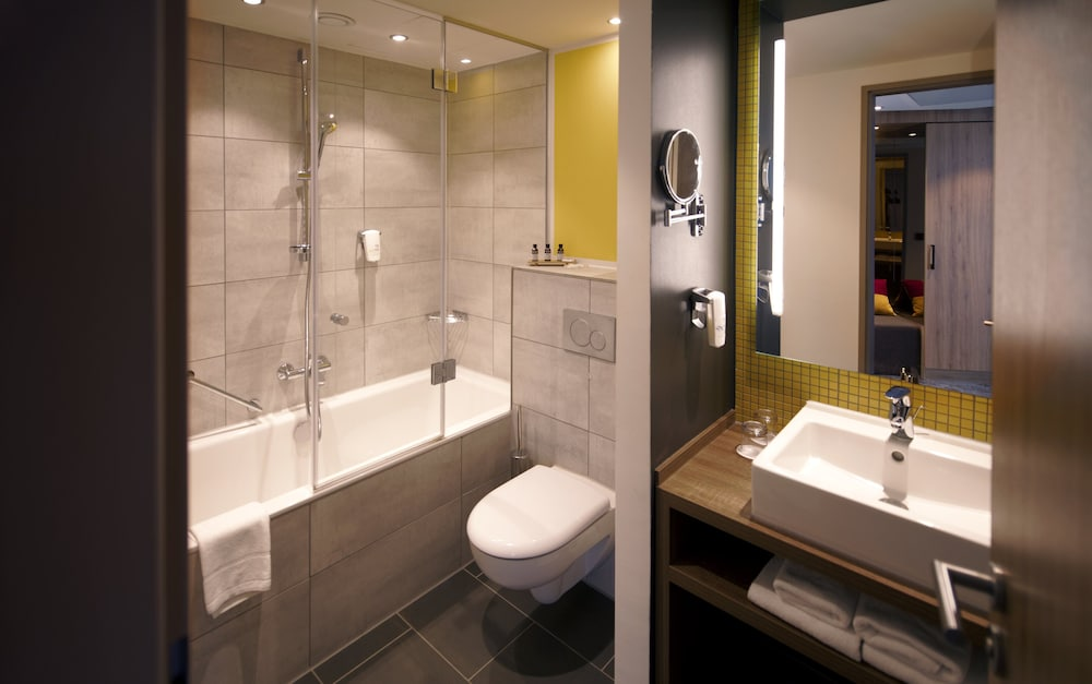 Bathroom, Holiday Inn Hamburg - Hafencity
