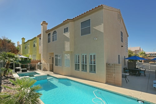 15 MIN From Strip Gorgeous 5BR Home Private Pool & Spa!