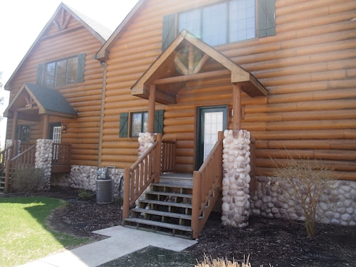 Updated and Clean Cabin Near Starved Rock State Park