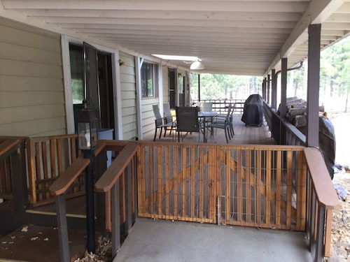 Great Place to stay Cedarwood Home Backs National Forest, Sleeps 9 near Munds Park