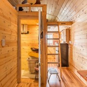 Amazing Tiny House On Horse Farm - Breakfast Included!