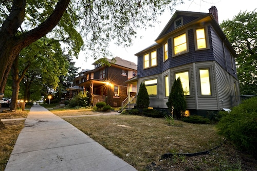 Bohemian Bungalow In Authentic Detroit Neighborhood