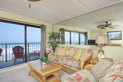 Beachfront 2 BR Condo: Owner's Special - Incredible View Lcd Tvs, Wi-fi, Pool