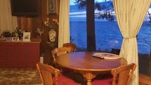 雪櫃、咖啡機/沖茶器、多士爐、廚房用具/餐具/器皿