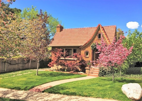 6-bedroom Tudor in the Downtown Historic District