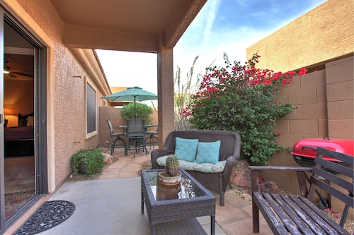 3bed/2 Bath - 1 Level Townhome With Community Pool in Gated Community; Pets OK
