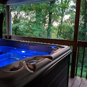 Hocking Hills. Fantastic View, Hot tub and Theater Room Brand New to the Market
