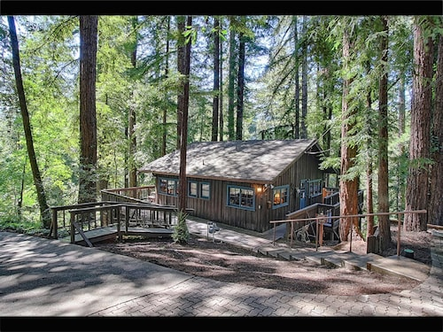 Santa Cruz Mountain Cabin. Utmost Tranquility Amongst the Redwoods !