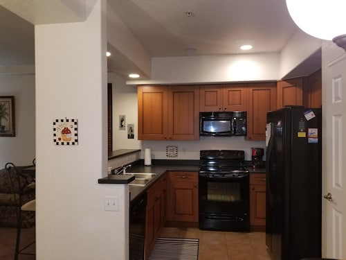 Luxury Lake Condo Near Downtown Denver and ski Areas and Airport