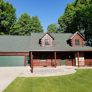 Spacious Log Cabin By Crystal Mountain Resort, Minutes From Skiing, Golf & More