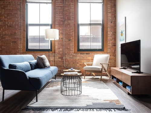 Check Expedia for Availability of Lively 1BR in South Loop by Sonder