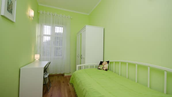 2 bedrooms, cribs/infant beds, Internet, bed sheets