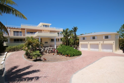 Located Directly Around The Corner From Sombrero Beach Dock~ Pool~ Hot Tub~fun!