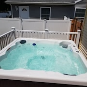 Avail 7/21 - 7/27 4BR Home - Hottub - Everything New - Sleeps 10 - Dog Friendly