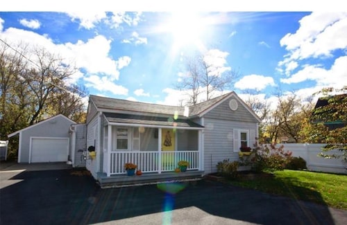 Great Place to stay Shared Pet Friendly Home, 5 Minutes to Downtown near Rockland