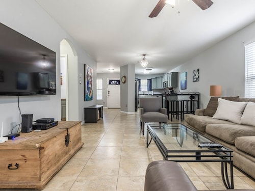 Great Place to stay NEW Pearl! Alamo Heights! Museums! Fort Sam Houston! Zoo! near San Antonio