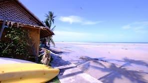 บนชายหาด, เรือคายัค