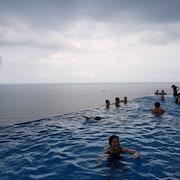 Hồ bơi tại sân thượng