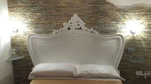 保險箱、嬰兒床 (收費)、免費 Wi-Fi、床單