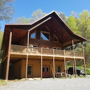 New! Pet Friendly and Kid Friendly Cabin in Bryson City!