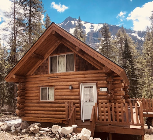 2Mi to Yellowstone NP, NE Gate, Spectacular Views 2 BR With Loft . Sleeps 6