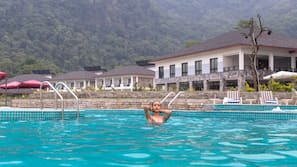 야외 수영장, 08:00 ~ 20:00 오픈, 수영장 파라솔