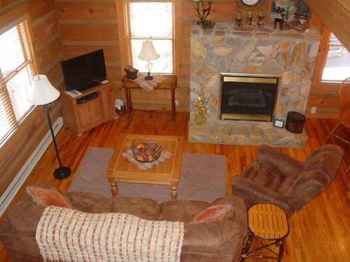 Stones Throw 2 Bedroom Cabin