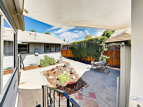 Great Place to stay Bungalow in Trendy Kensington 2 Bedrooms 1 Bathroom Cabin near San Diego
