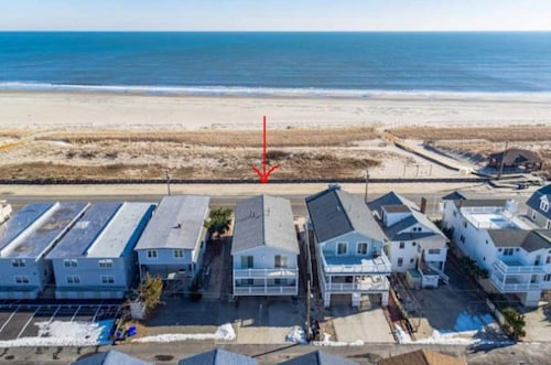 Great Place to stay Ocean Front 2nd Floor!!!! near Ocean City