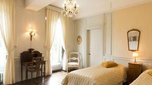 7 chambres, décoration personnalisée, ameublement personnalisé, bureau