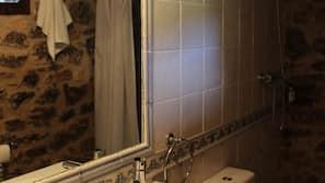 Dusch, hårtork och handdukar