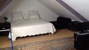 2 bedrooms, desk, iron/ironing board, free cots/infant beds