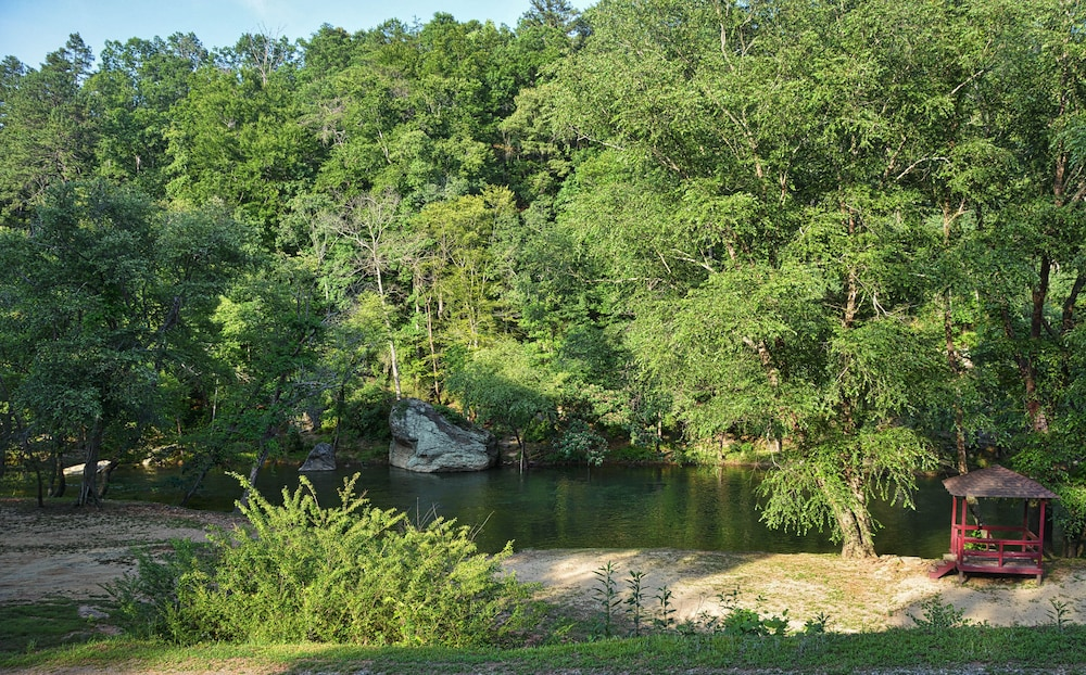 Property Grounds, Private Beach and the Broad River as Your Back Yard!!