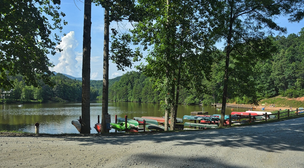 , Private Beach and the Broad River as Your Back Yard!!