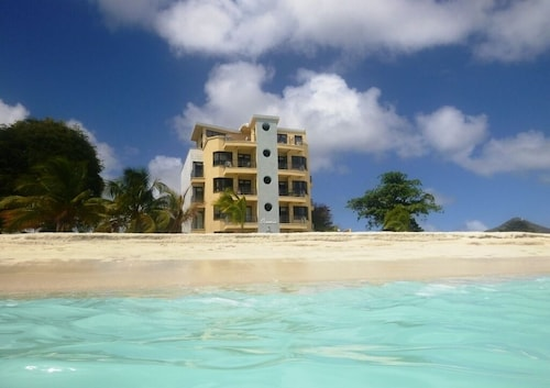 Luxury Beachfront 2 Bedroom Condo In The Heart Of Philipsburg/great Bay