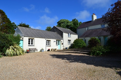 Cottage in Pembrokeshire National Park . Close to Beaches, Coast Paths, Castles