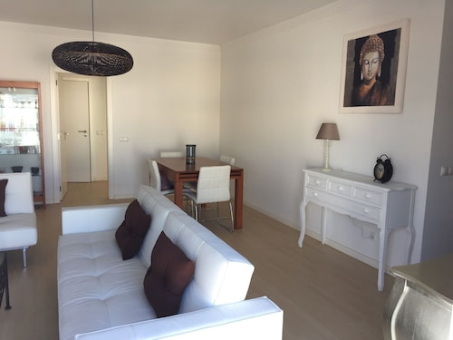 Highly Modern Duplex: 2 BR, 2 BA, 4 Sleeps, 5 mn From the sea