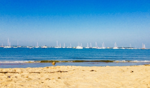 Great Family Escape to Cape Cod! Spend the Summer Relaxing on a Private Beach