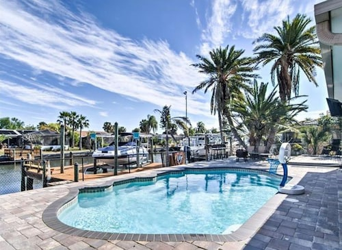 Tropical Waterfront Florida Pool Home With Dock-bring Your Boat!!!