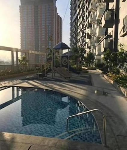 Cubao ManhattanHeights Unit 5H Tower C