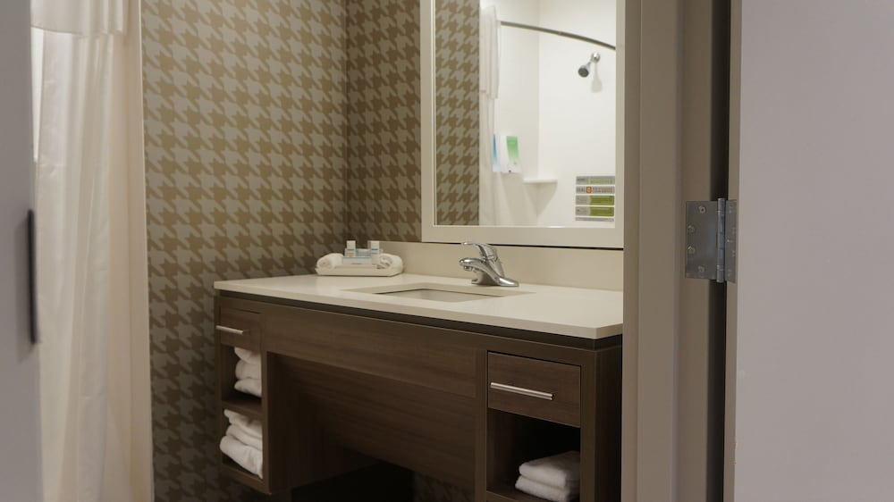 Bathroom, Home2 Suites by Hilton Clermont
